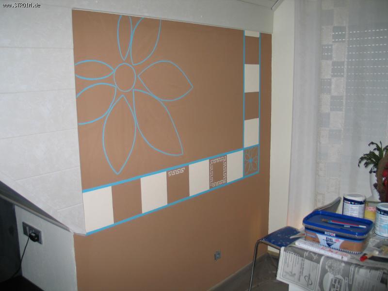 Рисунок на стене сделала сама 4 дня